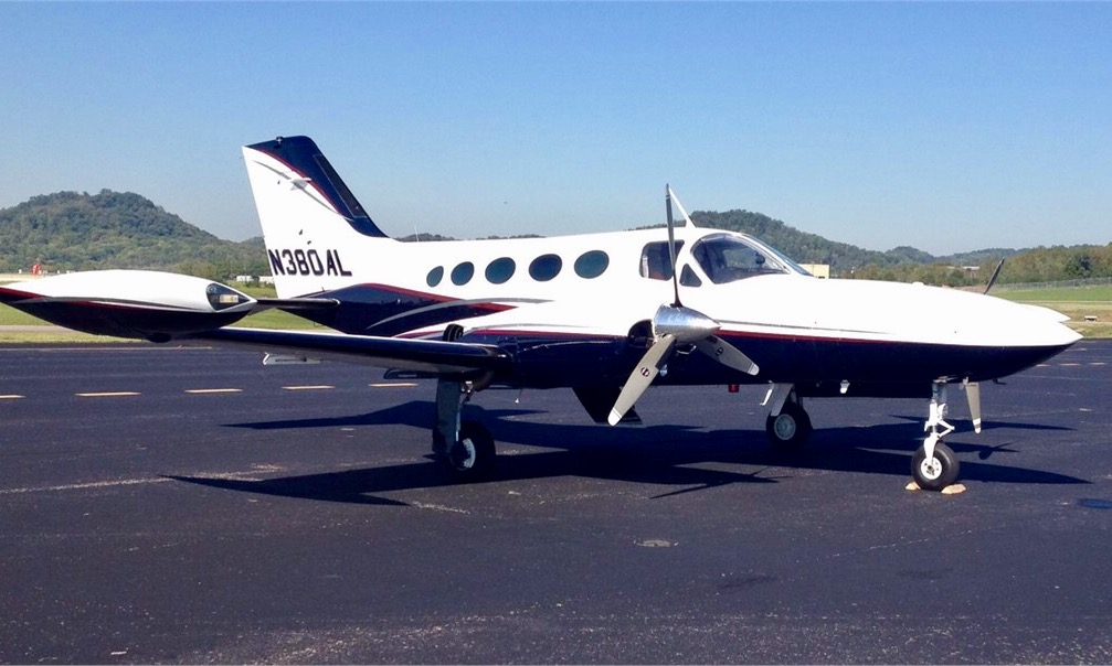 n380al-cessna-421-c421-golden-eagle-414-404-402-twin-pressurized-ferry-pilot-needed-professional-service-tennessee-michigan-beech-piper-mooney